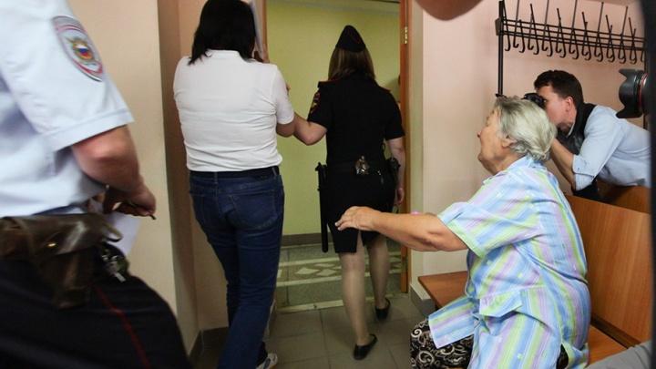 «Храни тебя господь!»: экс-физрука челябинской гимназии осудили за торговлю спайсом
