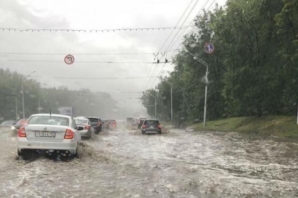 На фото: проспект Октября в районе ГДК