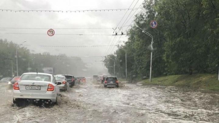 Второй раз за сутки: Уфа утопает под проливным дождем