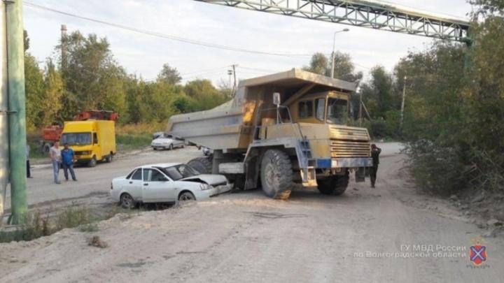 В Михайловке «Лада-Приора» из Иваново на обочине влетела в БелАЗ