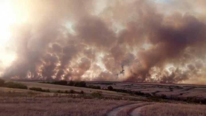 Под Дубовкой вновь полыхает сильный природный пожар
