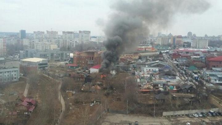В МЧС рассказали, из-за чего сгорел пристрой у центрального рынка в Перми