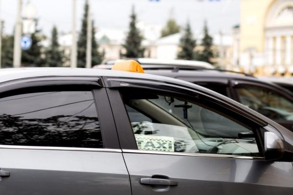 Мужчина спасался от полиции на такси