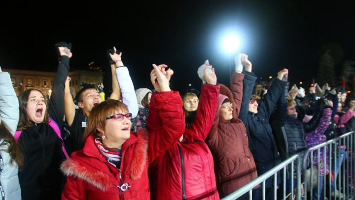 Космическое шоу и многотысячное «Оле!»: Самара отметила День народного единства