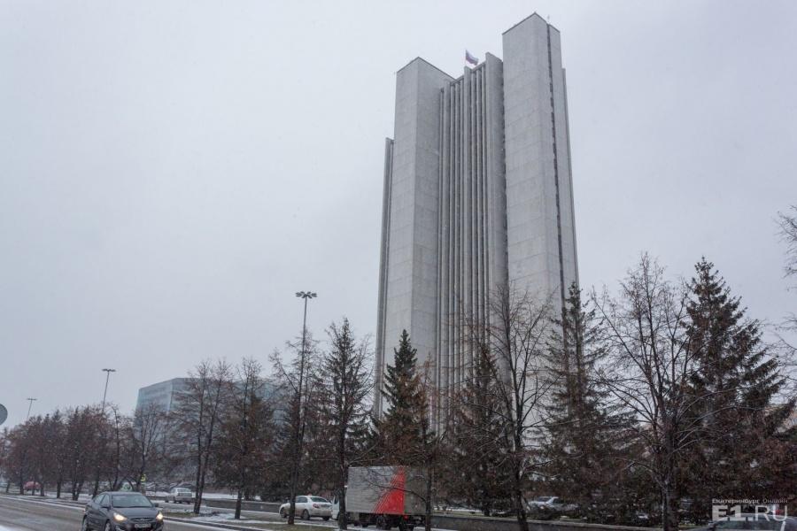 Здание областного правительства, по мнению Марины, сейчас одно из самыхкрасивых высотных зданий города — оно выполнено в стилистике позднего модернизма.
