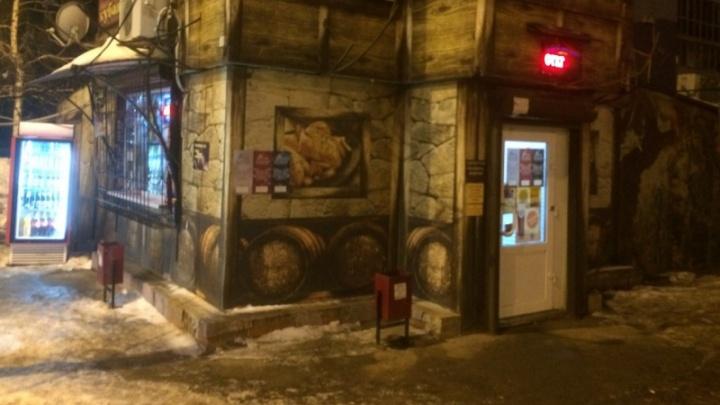 Полицейские забрали из нелегального кафе на Тополей алкоголь на 17 тысяч рублей