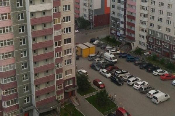 Маленький ребенок упал из окна 11-го этажа