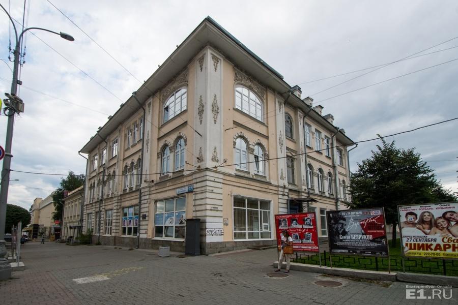 Здание больницы.