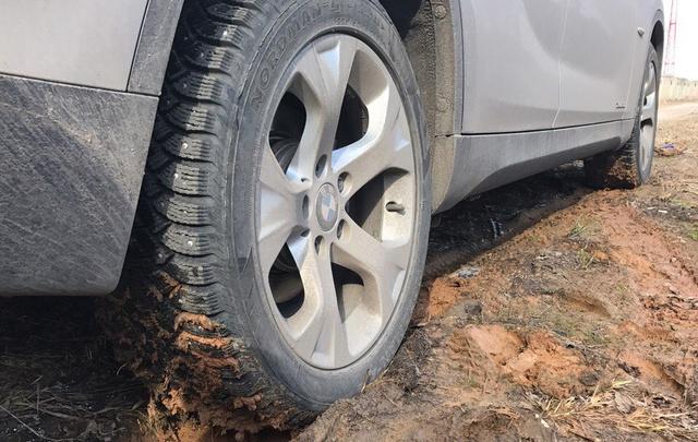 Ярославец протыкал шины нарушителям парковки