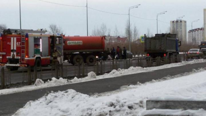 Ассенизатор сбил пенсионерку на улице Западносибирской