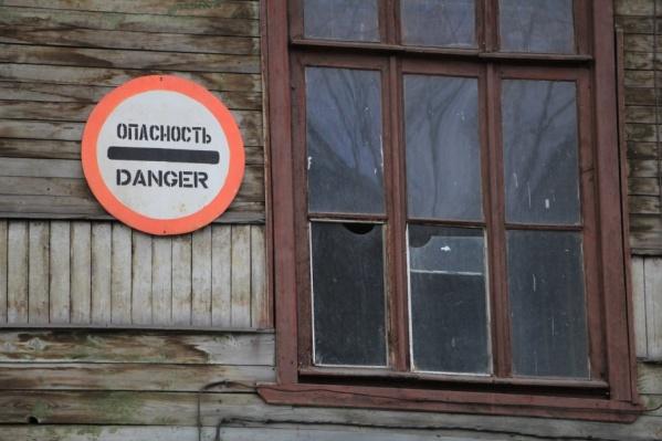 Люди годами живут в опасном жилье. Выбора у них нет