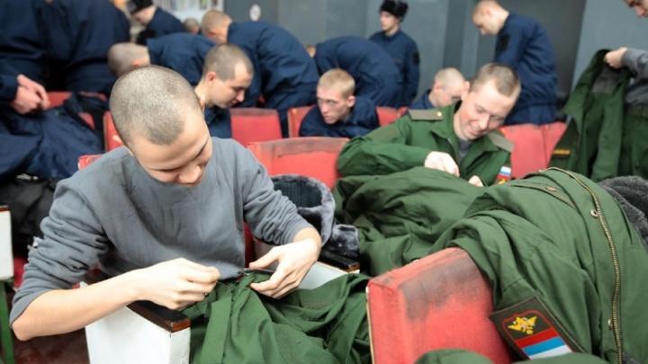 На два года, но ближе к дому: Челябинску из-за контрактников снизили призывной план