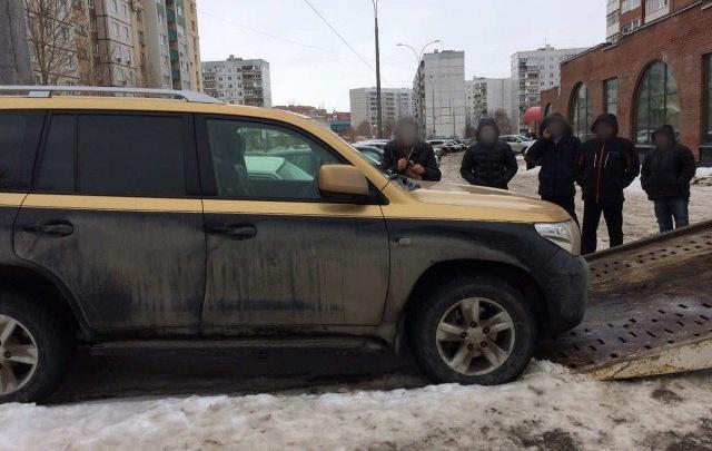 Житель Тольятти потерял золотистый Toyota Land Cruiser из-за кредита