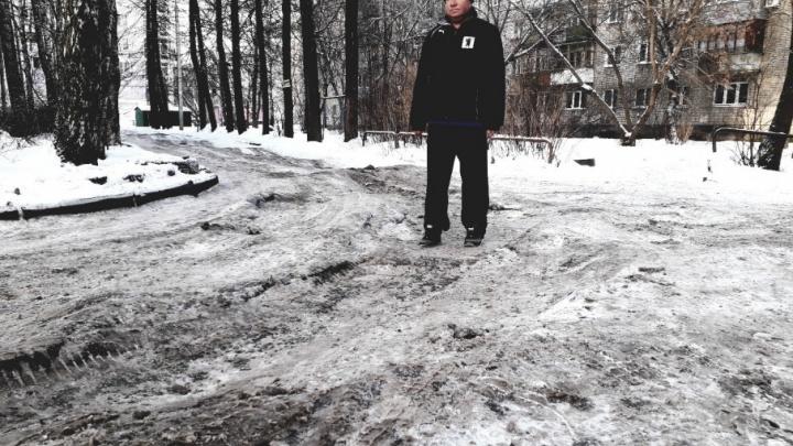 Старые машины, вредные водители: почему на тротуарах всё время гололёд