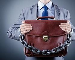 Банки стали чаще блокировать счета без объяснений