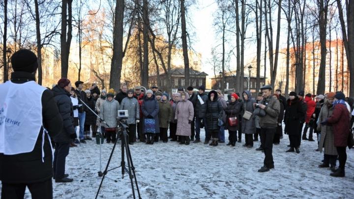 «Мы делаем память о расстрелянных людях публичной»: в Перми прошла акция «Возвращение имен»