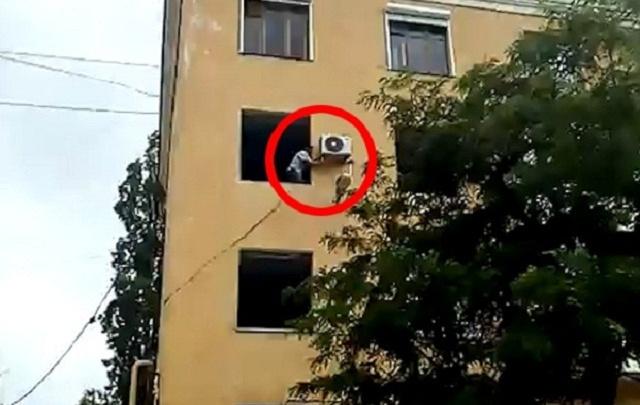 Взорвавшийся дом на Университетском грабят мародеры