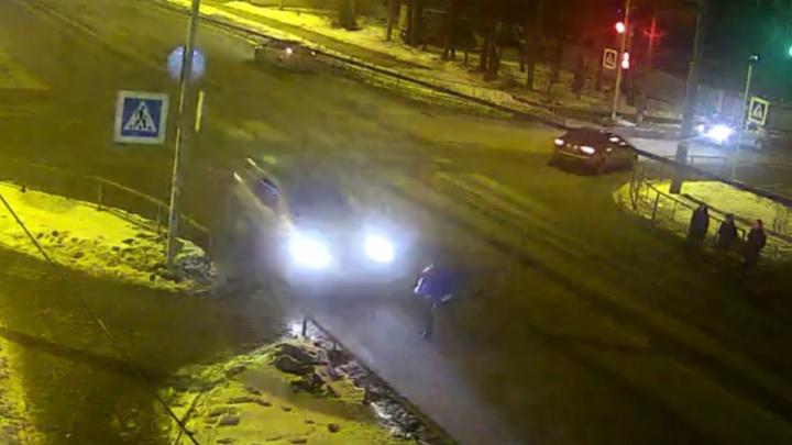 Смертельное ДТП в Рыбинске: подросток пытался пробежать на «красный»