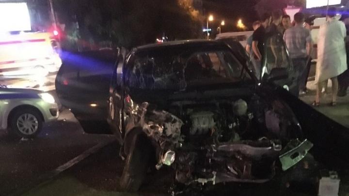 В центре Волгограда в страшной аварии с Volkswagen пострадал водитель «десятки»