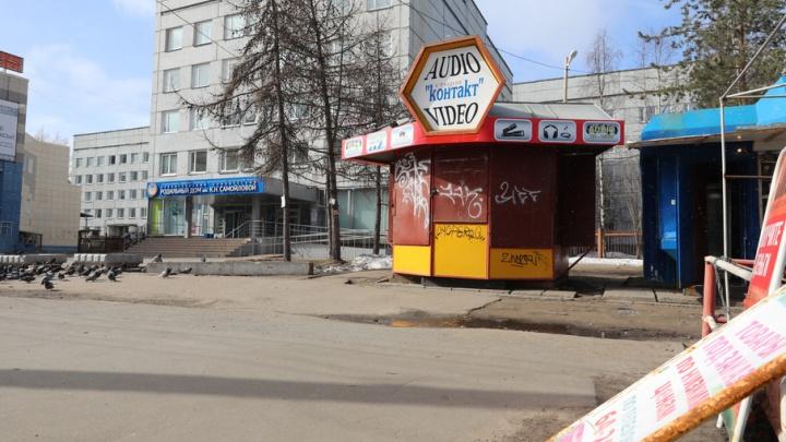 Территорию вокруг Самойловского роддома очистят от торговых палаток