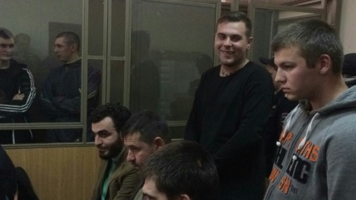 Двое из четырех обвиняемых в нападении на журналиста отрицают свою вину