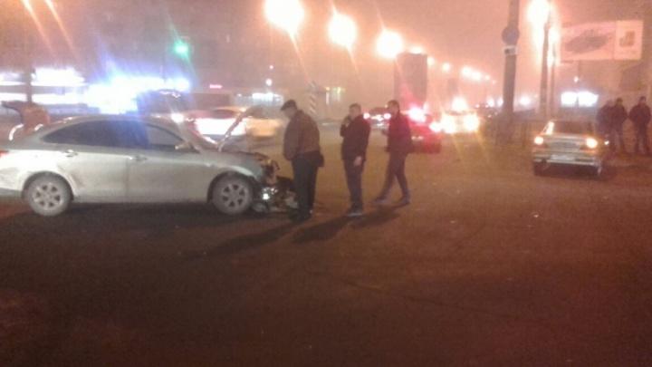 Не разъехались на дороге: в Самаре на Гагарина столкнулись две иномарки