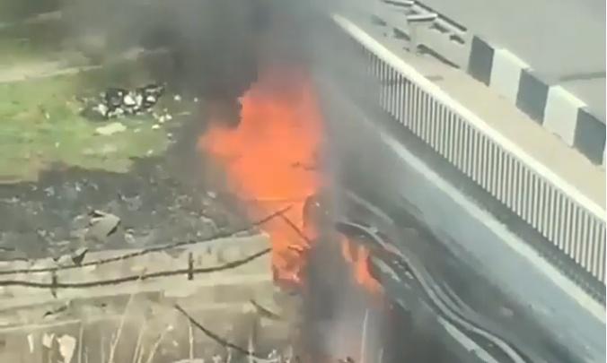 В Ростове полыхала проводка на мосту напротив главного автовокзала