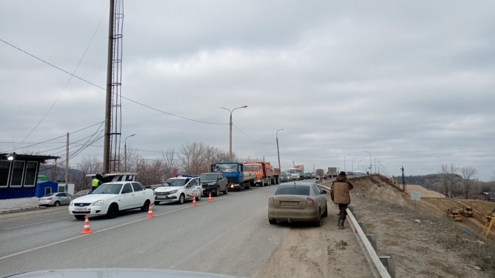 «Самару закрыли?»: на въездах образовались огромные пробки из-за карантина