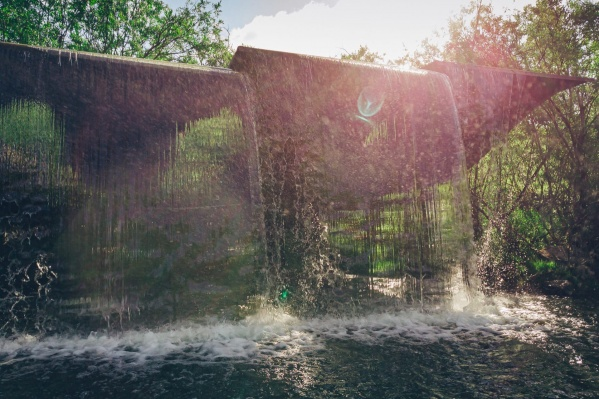 Блогер уверяет, что вода тёплая, при желании можно искупаться