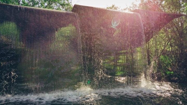 Новосибирский блогер снял на видео «стеклянный» водопад — это очень красиво