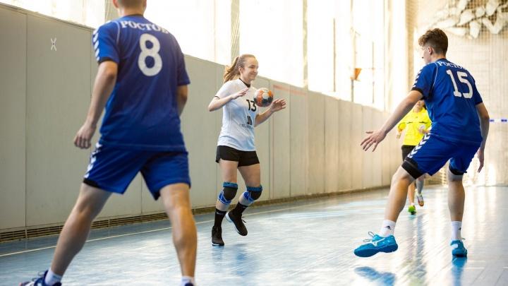 Сделали, как мальчиков: гандболистки «Ростов-Дона» обыграли мужскую сборную