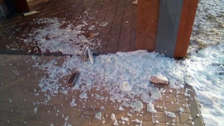 В Волгограде вандалы повредили библиотеку в Александровском саду