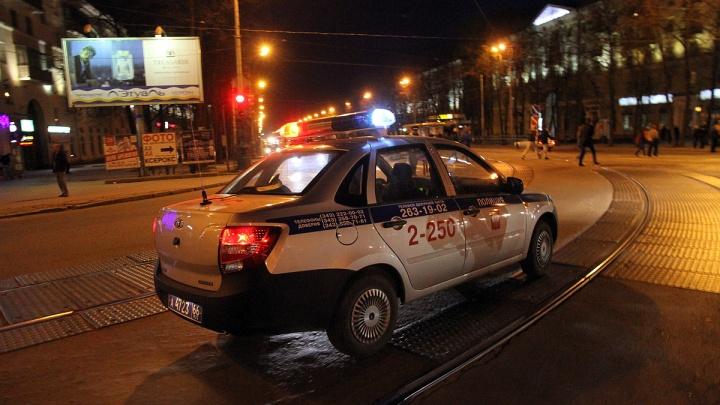В Екатеринбурге разыскивают очевидцев того, как легковушка сбила женщину на пешеходном переходе