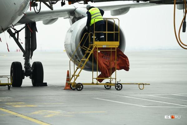 Самолет вернулся в аэропорт из-за отказа двигателя