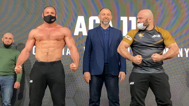 Магомед Исмаилов и Иван Штырков устроили дуэль взглядов перед главным боем года в России