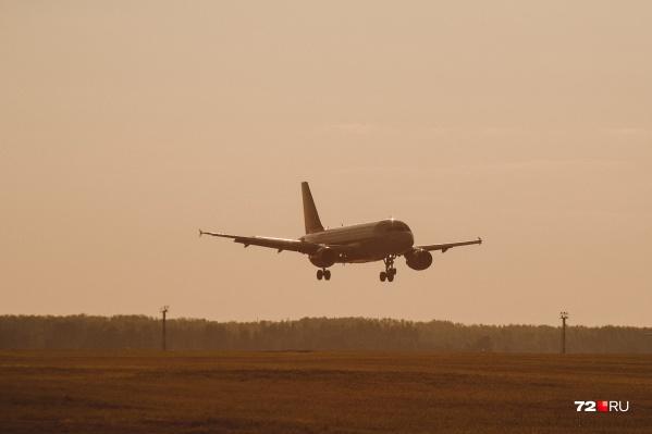 Всех пассажиров самолета, летевшего в Тюмень, уже расселили в гостинице