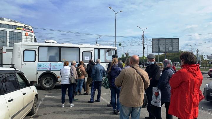 Восемь тысяч омичей привились от гриппа в специальных автобусах