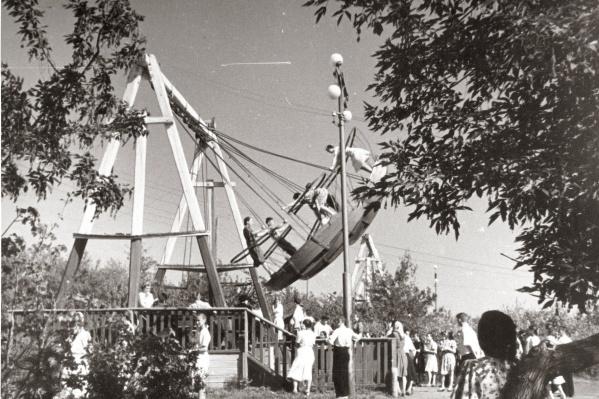 В советские годы в Загородном парке работало множество аттракционов
