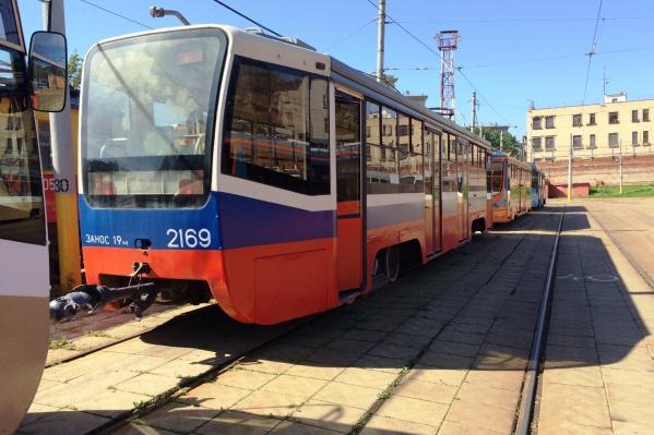 Московские трамваи должны были привезти в Омск в марте