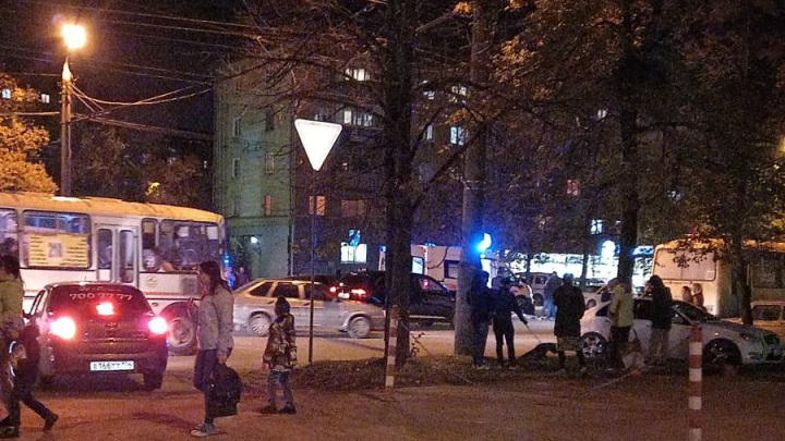 В Челябинске иномарка сбила 10-летнего ребёнка, гулявшего вечером по Ленинскому району
