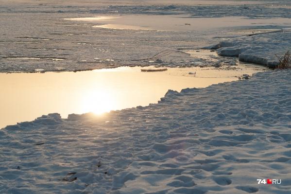 Ребенок провалился под лед, и спасти его не смогли