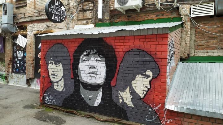 В центре Омска из-за режима самоизоляции продают бар со стеной Виктора Цоя