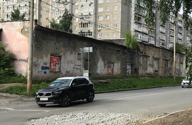 В Пионерском снесут старые гаражи, чтобы построить школу