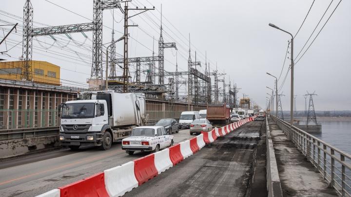 «Самоизоляция по-волгоградски?»: пробка длиной два километра парализовала плотину Волжской ГЭС