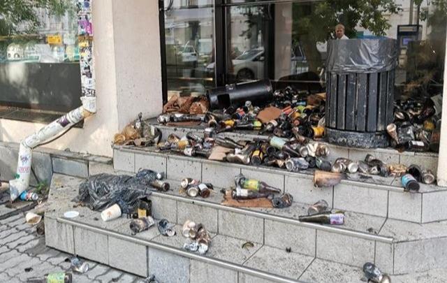 У бара в центре Екатеринбурга устроили поджог