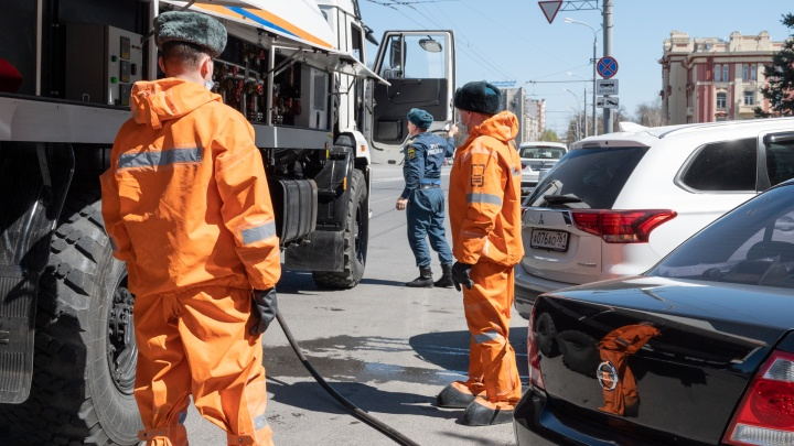 Ростовских эмчеэсовцев отправили спасать Ставрополь от коронавируса