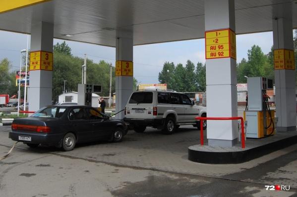 Кратко об изменении цен на бензин в Тюмени: пошли в рост, к осени заправляться станет еще дороже (но это не точно)