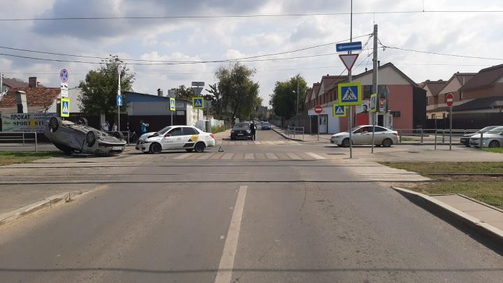 «Не уступила дорогу»: в полиции рассказали, кто спровоцировал ДТП с перевернутой машиной