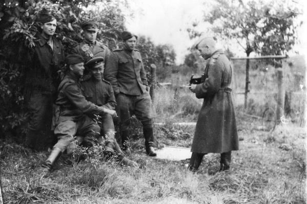 Солдаты пулеметного взвода на привале во время наступления на Кёнигсберг