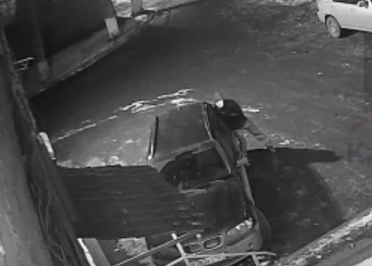 Стекло разбил рогаткой, сигнализация не сработала: как в Красноярске воруют из машин